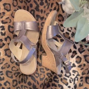 [Clarks] shimmery brown wedge sandals